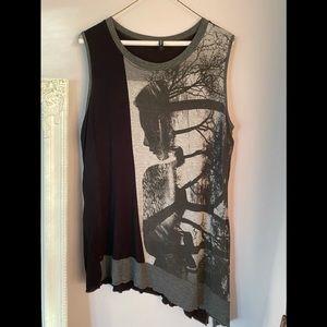 Asymetricay hemmed t-shirt